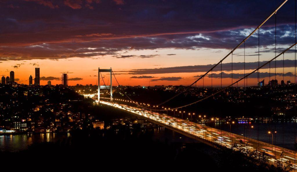 serkan turk ZKEiSJOT2Wc unsplash min 1024x592 - Servis Şoförü Maaşları ve Servis Şoförlüğü İçin Gerekli Belgeler – 2019 ve 2020 Güncel Durum